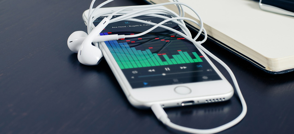 6 Free iPhone Radio Player Apps to Listen to Local FM - The Original