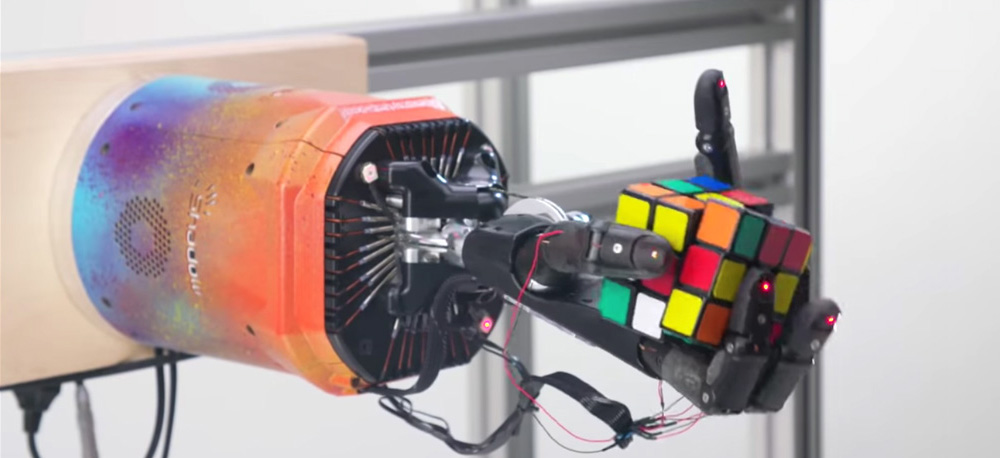 rubix cube solved by a machine